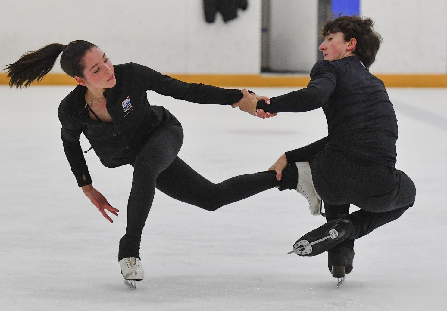 Lorraine McNamara & Quinn Carpenter ice dance performance.